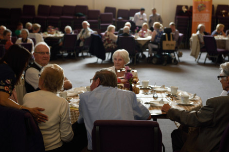 De Cafe Kirkintilloch - people sit at table enjoying tea
